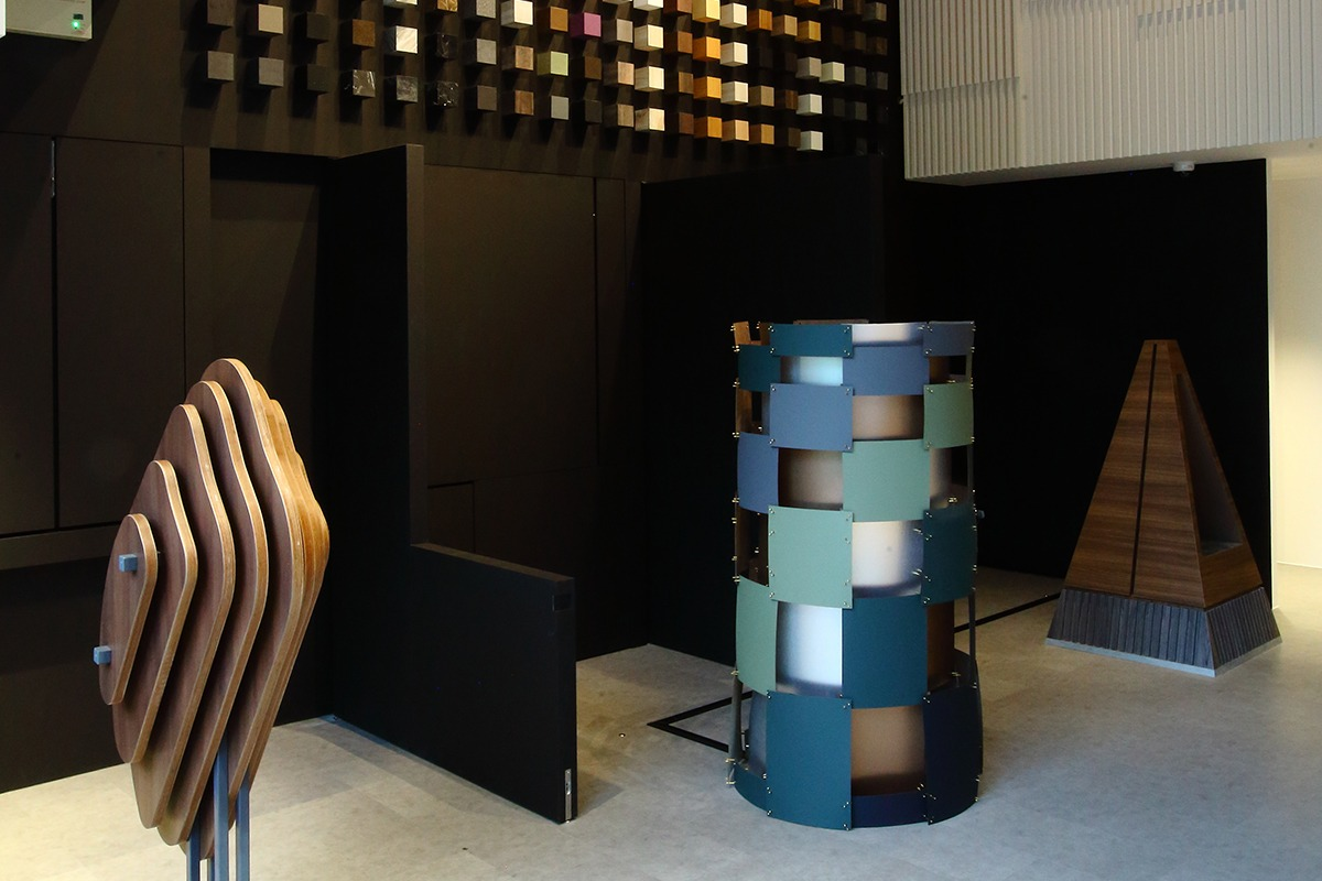 Stepping out of the ordinary, Arova arranged its laminates in the form of an art exhibition. Sculptures by Archluxe, Sujonohun and Quod Architects.